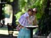 canicula, O fetita ajutata de bunica ei se spala pe maini la o cismea din parcul Cismigiu din Bucuresti.