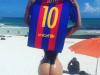Messi nu poate scapa de bomba sexy care il urmareste la fiecare pas: