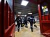 O echipa de pompieri actioneaza la statia de metrou Piata Victoriei, unde circulatia trenurilor este intrerupta, deoarece s-a sesizat o degajare de fum in tunel.