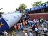 Imagini de groaza in India: doua trenuri s-au ciocnit, iar 6 vagoane au sarit de pe sine. 40 de morti si 100 raniti