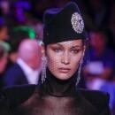 Publicul a ramas fara cuvinte! Cum a aparut Bella Hadid la Paris: a lasat tot sa se vada!