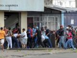 bataie la o coada la alimentara in Venezuela FOTO AGERPRES