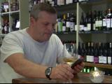 Solutia stralucita, dar la limita legii gasita de un proprietar de bar pentru a le interzice clientilor sa foloseasca mobilul