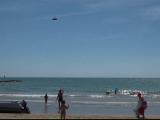 """Metoda ingenioasa de salvare aparuta pe plajele din Spania. Un agent de politie a inventat """"drona-salvamar"""""""