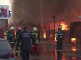 Incendiu puternic la un targ de haine second-hand din Craiova. Hidrantii din apropierea cladirii nu au functionat