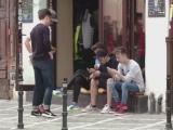 """Mania """"Pokemon Go"""" provoaca probleme tinerilor neatenti la drum. Ce a facut un barbat care sustine ca i s-a furat pokemonul"""