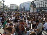 Vanatoare de pokemoni in masa, intr-o piata din centrul Madridului. Peste 3.000 de tineri s-au jucat pe telefoane. FOTO