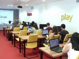 """120 de elevi din Cluj isi petrec vacanta invatand programare de la marile companii IT. """"Combin utilul cu placutul"""""""