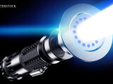 "iLikeIT. Cum sa iti faci o sabie laser ca in ""Star Wars"" sau o racheta dintr-o sticla de plastic goala"