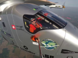 Selfie la mii de metri in aer cu Piccard, pilot pe avionul solar. Imaginile au devenit virale pe internet
