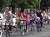 Zeci de femei din Mures au pedalat pe strazi in tinute elegante, pe biciclete impodobite. Care a fost scopul evenimentului