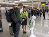 """Robotul Bruce Pepper, noul """"angajat"""" al aeroportului Zaventem. Ce face pentru calatori si cu ce informatii ii ajuta"""