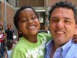 Fiul sau a murit de cancer la 13 ani. Motivul pentru care acest tata se lupta cu Apple pentru a-i debloca iPhone-ul