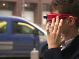 Inventia unor tineri romani le poate schimba viata nevazatorilor. Cum functioneaza ochelarii care transmit semnale audio