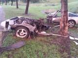 Accident infiorator produs de un tanar de 20 de ani. Ce s-a intamplat cu el dupa ce si-a rupt masina in doua. FOTO
