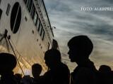 refugiati debarcand in Grecia, pe insula Lesbos