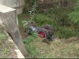 "O femeie din Suceava a supravietuit miraculos dupa ce s-a rasturnat cu tractorul intr-o rapa. Medic: ""S-a nascut a doua oara"""