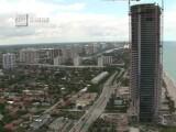 Oferta pentru bogatasii din Miami: apartament cu piscina proprie si lift special pentru masina. Cat costa cel mai ieftin