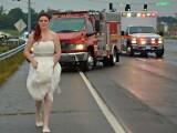 A fugit in rochia de mireasa la locul accidentului. Imaginea surprinsa de mama ei a ajuns viral pe internet