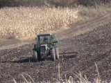 Sfârşit tragic pentu un bărbat din Mureş. Tractorul pe care-l conducea s-a răsturnat peste el