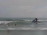 Imagini DRAMATICE surprinse pe litoral. Un tanar luat de curentii puternici, scos din apa in ultima clipa de salvamari