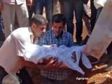 Ceremonie cutremuratoare la inmormantarea baietelului sirian inecat in Turcia. Ce oferta a primit tatal lui din partea Canadei