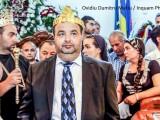 Dorin Cioaba, fiul cel mare al lui Florin Cioaba, este incoronat rege international al romilor, langa sicriul in care se afla corpul neinsufletit al tatalui sau