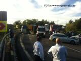 Accident grav pe DN 7: un TIR a căzut peste maşina trupei DJ Project