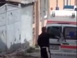 Ambulanță vandalizată
