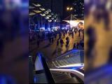 Atac cu acid lângă un centru comercial din Londra: cel puțin 6 răniți