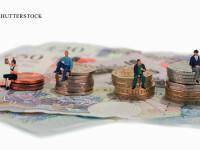 salarii europeni, omuleti stand pe bani, poza simbol
