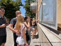 Candidati la examenul de Bacalaureat privesc rezultatele, marti 12 iulie 2016, Craiova.