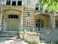 cladiri in ruina, statiunea Baile Herculane