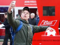 tanar diN Rusia care isi face selfie cu iPhone-ul