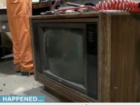 Comoara din televizor. Ce a gasit un barbat intr-un TV vechi de 25 de ani