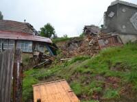 Zeci de persoane au ramas fara case dupa ce pamantul s-a surpat in comuna Apold din judetul Mures