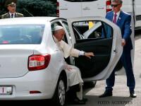 papa Francisc coborand din Logan