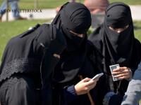 femei cu val pe fata verificandu-si telefoanele