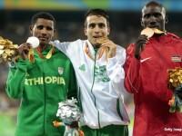 etiopianul Tamiru Demisse (argint), algerianul Abdellatif Baka (aur), kenyanul Henry Kirwa (bronz)