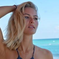 Doua blonde au incins plaja! Ce au vazut oamenii cand cele doua au intrat in apa: FOTO
