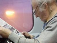 Are 94 de ani si in fiecare weekend ia trenul pe directia Bucuresti - Brasov. Cine este batranelul care a strans o multime de like-uri pe Facebook