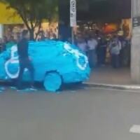 Ce a patit un barbat care a parcat pe locul pentru oameni cu handicap este incredibil