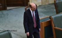 Senatorul Traian Basescu participa la sedinta in plen a Senatului.