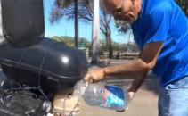 Si-a trecut motocicleta pe...apa si merge 500 de kilometri cu doar un litru