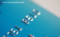 card bancar poza macro
