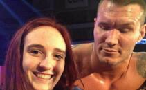 Il mai tii minte pe Randy Orton? A fost surprins intr-un moment jenant langa aceasta femeie! Ce facea