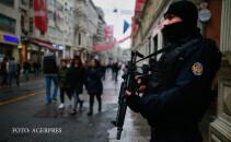 politist turc in centrul Istanbulului