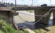 pod peste Trotus la intrarea in Onesti