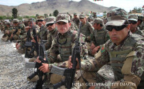 trupe afgane in uniforme de camuflaj