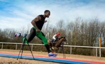 Omul cu un cal putere! Un atlet s-a intrecut cu un cal de curse pe 100m. Cine a castigat